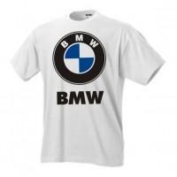 Логотип на груди bmw